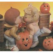 D1018-Sweet Tots Kissing with Pumpkin 18cm
