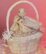 D1277-Duck Family Lid with Wicker & Lace Basket Bottom 21cmH
