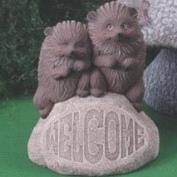 D1956ST-Welcome Stone Base & Hedgehogs 14cmH