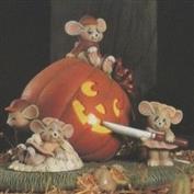 D1014 -Pumpkin Carving Mice no cut outs 18cmH