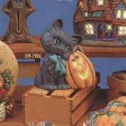 DM1906 -Kitten with Pumpkin 18cm Tall